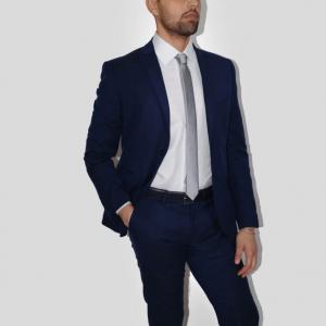 Abito sartoria uomo blu con cravatta